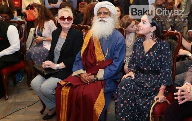 Hindistanlı mistikin Bakıda kitabı təqdim  edildi - Fotolar, fotoşəkil-1