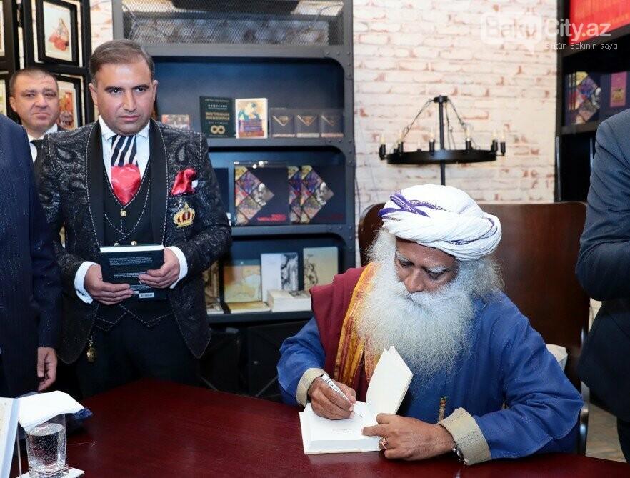 Hindistanlı mistikin Bakıda kitabı təqdim  edildi - Fotolar, fotoşəkil-5