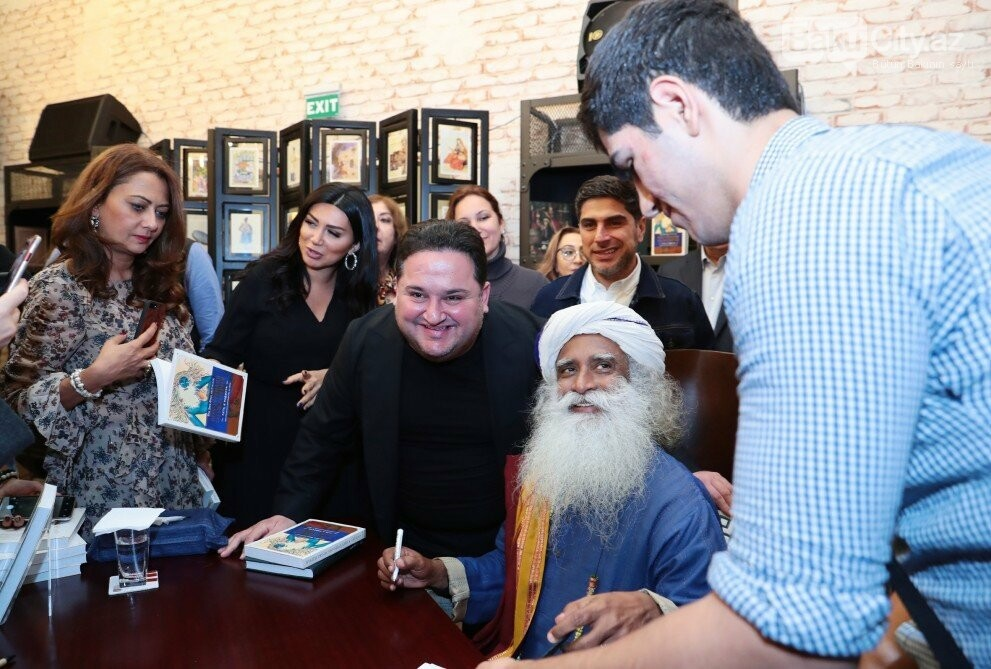 Hindistanlı mistikin Bakıda kitabı təqdim  edildi - Fotolar, fotoşəkil-8