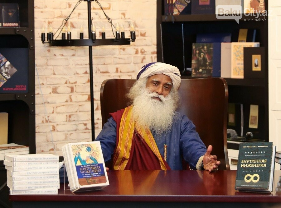 Hindistanlı mistikin Bakıda kitabı təqdim  edildi - Fotolar, fotoşəkil-3