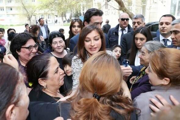 Mehriban Əliyeva Bakıda  köçkünlərlə görüşüb - VİDEO / FOTO, fotoşəkil-1