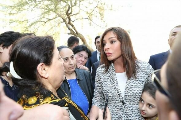 Mehriban Əliyeva Bakıda  köçkünlərlə görüşüb - VİDEO / FOTO, fotoşəkil-3
