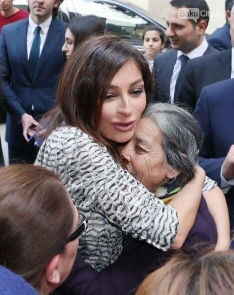 Mehriban Əliyeva Bakıda  köçkünlərlə görüşüb - VİDEO / FOTO, fotoşəkil-2