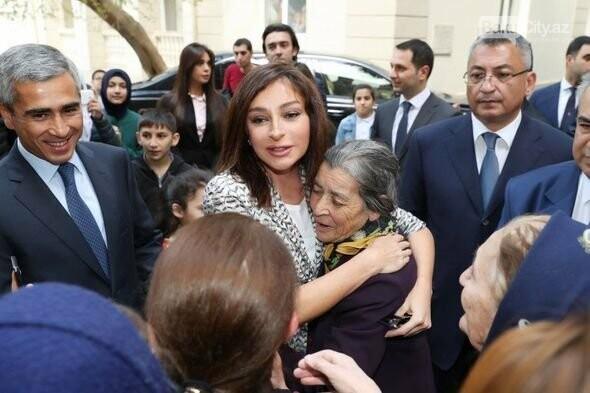 Mehriban Əliyeva Bakıda  köçkünlərlə görüşüb - VİDEO / FOTO, fotoşəkil-5