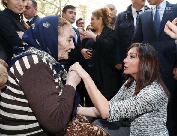 Mehriban Əliyeva Bakıda  köçkünlərlə görüşüb - VİDEO / FOTO, fotoşəkil-9
