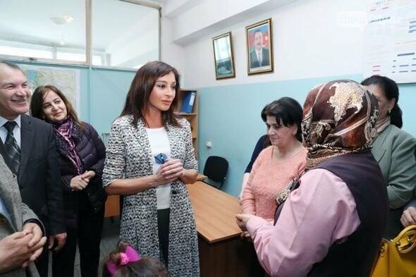 Mehriban Əliyeva Bakıda  köçkünlərlə görüşüb - VİDEO / FOTO, fotoşəkil-8