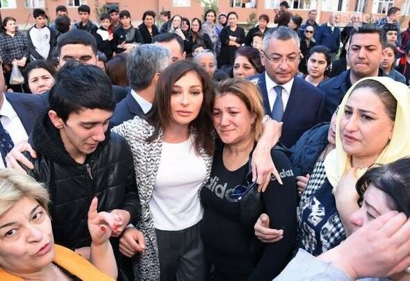 Mehriban Əliyeva Bakıda  köçkünlərlə görüşüb - VİDEO / FOTO, fotoşəkil-15