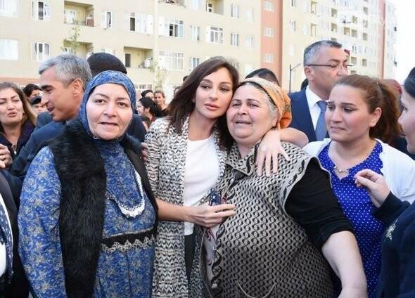 Mehriban Əliyeva Bakıda  köçkünlərlə görüşüb - VİDEO / FOTO, fotoşəkil-18
