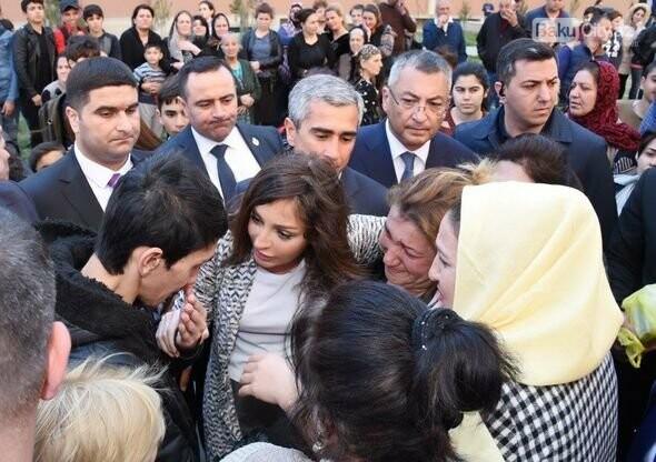 Mehriban Əliyeva Bakıda  köçkünlərlə görüşüb - VİDEO / FOTO, fotoşəkil-24