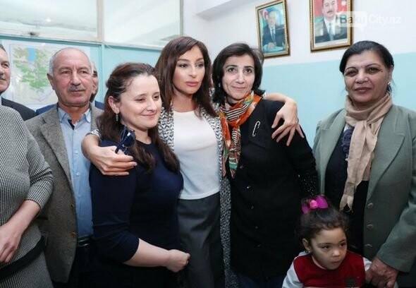 Mehriban Əliyeva Bakıda  köçkünlərlə görüşüb - VİDEO / FOTO, fotoşəkil-26