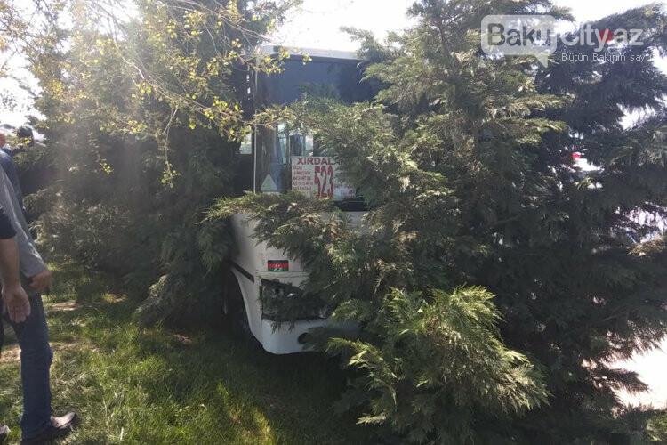 Bakı-Sumqayıt yolunda sərnişin avtobusu qəzaya uğrayıb - FOTO, fotoşəkil-5