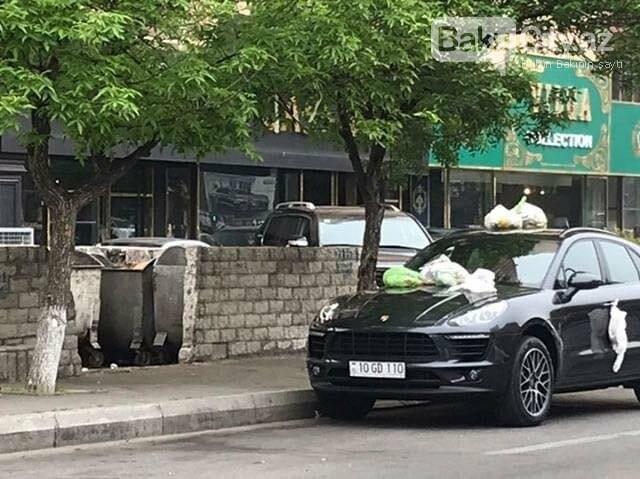 """Bakıda """"Porsche""""nin üstünə zibil torbaları atıldı - FOTO, fotoşəkil-4"""