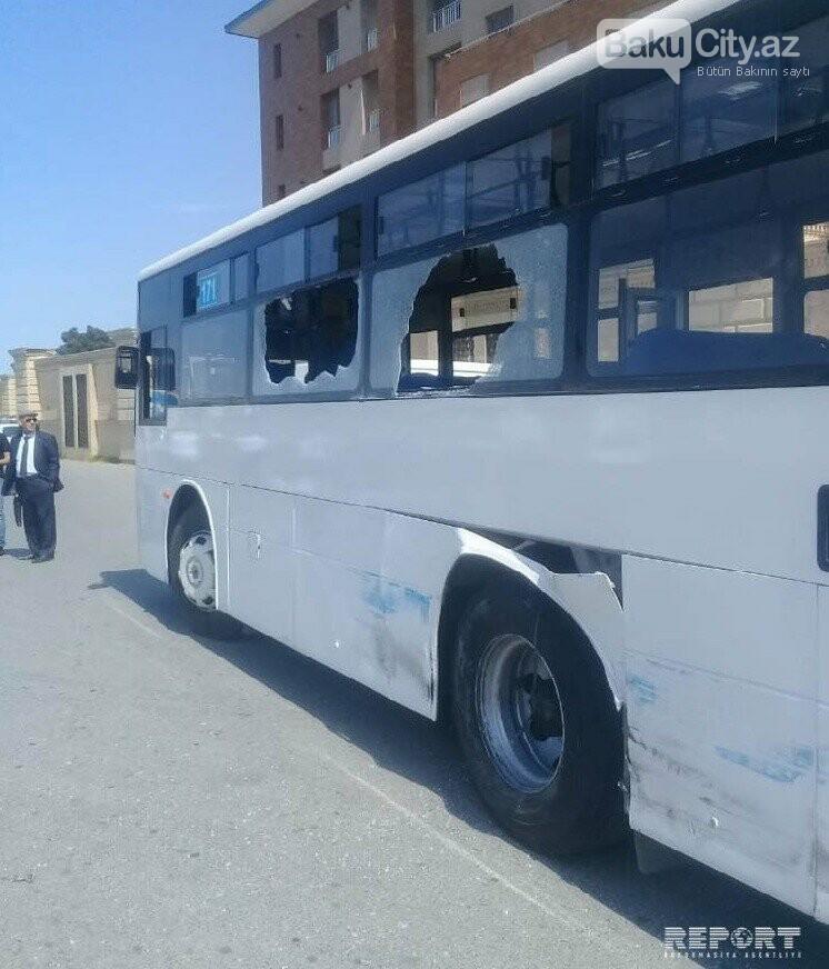 Bakıda sərnişin avtobusu kranla toqquşdu - FOTO, fotoşəkil-3