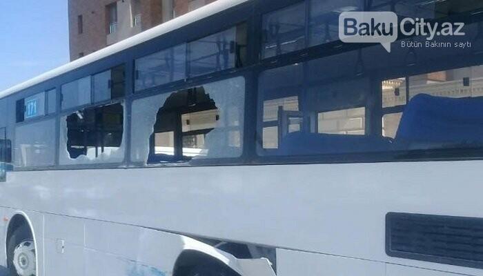 Bakıda sərnişin avtobusu kranla toqquşdu - FOTO, fotoşəkil-2