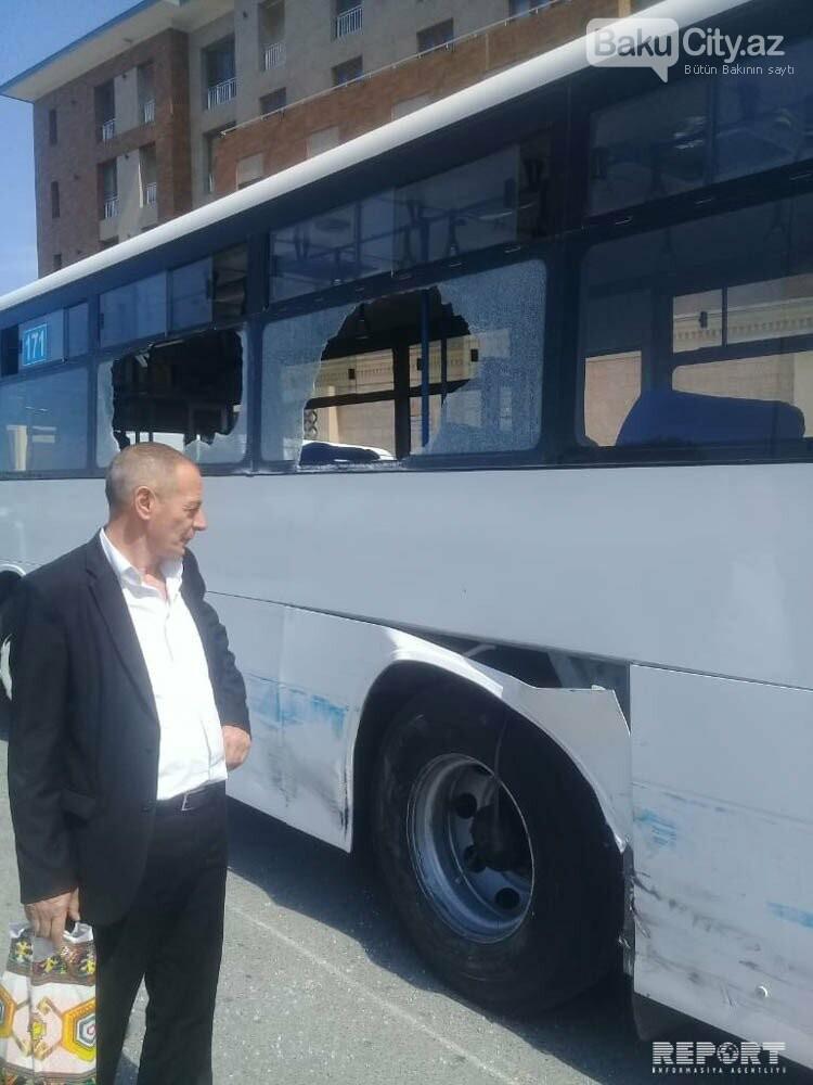 Bakıda sərnişin avtobusu kranla toqquşdu - FOTO, fotoşəkil-1