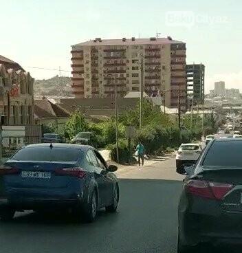 Bakıdakı bu  yolda 1 dəqiqəyə 11 avtomobil qayda pozdu - VİDEO, fotoşəkil-8