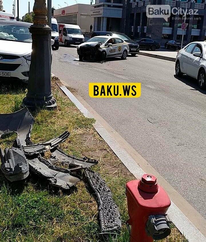 Bakıda taksi şirkətinin maşını qəza törətdi - FOTO, fotoşəkil-2