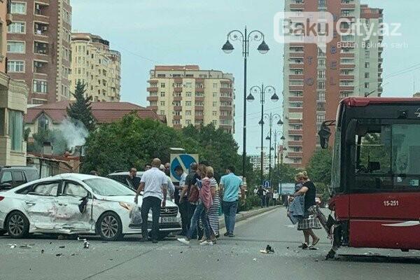 """""""Baku Bus""""ın avtobusu avtomobillə toqquşdu / FOTO, fotoşəkil-5"""