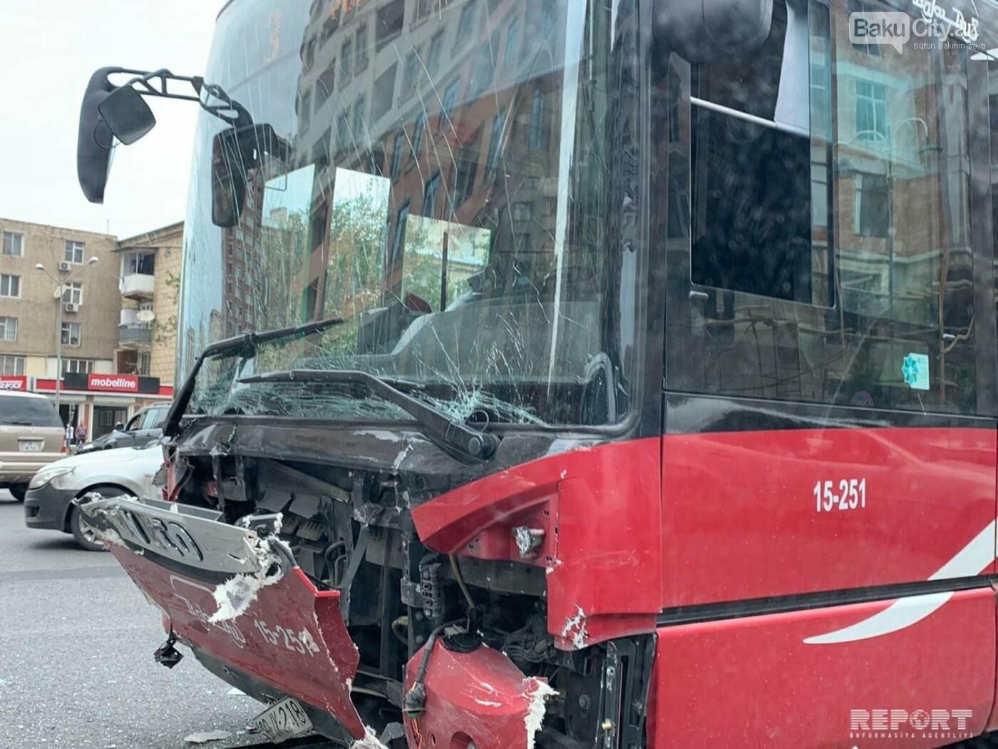 """""""Baku Bus""""ın avtobusu avtomobillə toqquşdu / FOTO, fotoşəkil-4"""