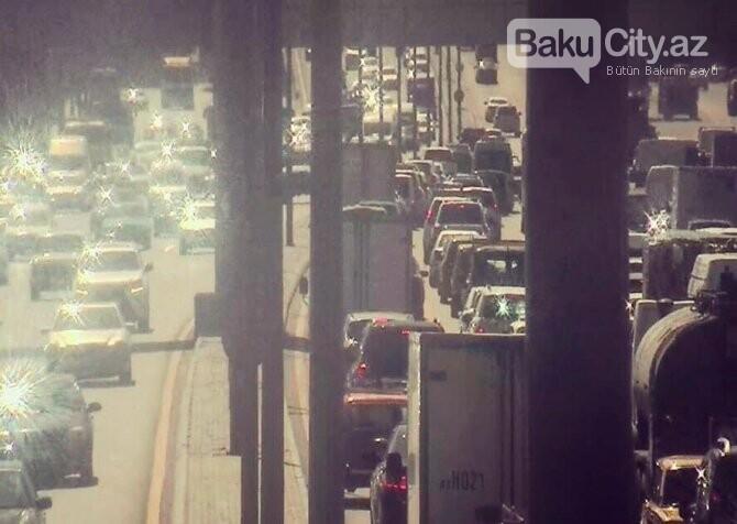 Bakıda yol qəzası tıxac yaratdı - FOTO, fotoşəkil-1