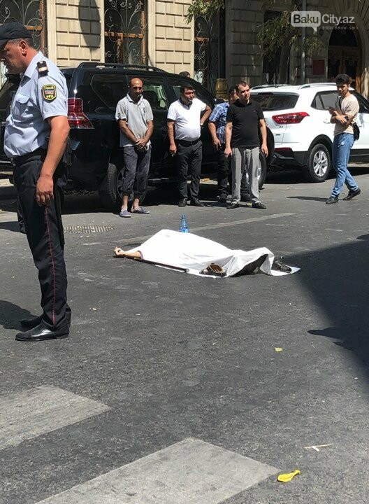 Bakının mərkəzində taksi yaşlı kişini vurub öldürdü - FOTOLAR, fotoşəkil-1