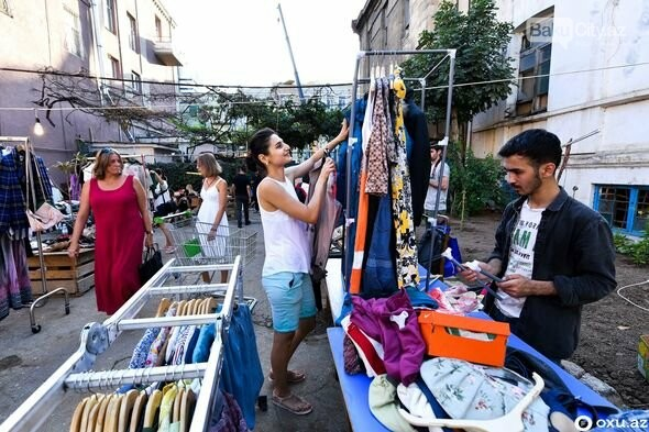 """Bakıda """"bit bazarı""""nda ikinci əl əşyalar satıldı - FOTO, fotoşəkil-19"""