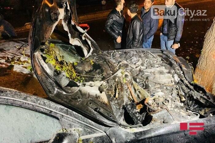 """Bakıda """"Lada"""" qırmızı işıqda keçdi, toqquşduğu """"Audi"""" yandı - VİDEO, fotoşəkil-1"""