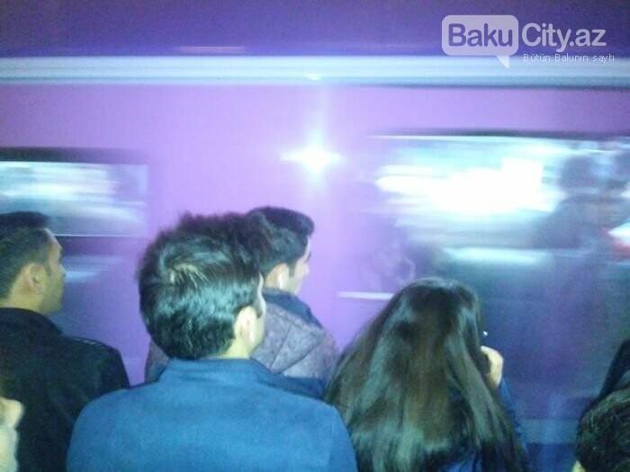 Bakı metrosunda ənənəvi problem: Qatarlar ləngidi, sıxlıq yarandı - FOTO, fotoşəkil-3