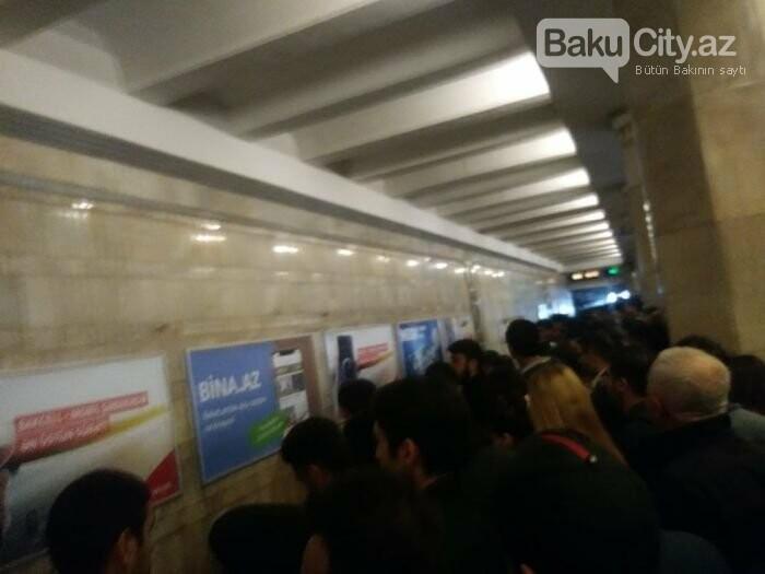 Bakı metrosunda ənənəvi problem: Qatarlar ləngidi, sıxlıq yarandı - FOTO, fotoşəkil-4