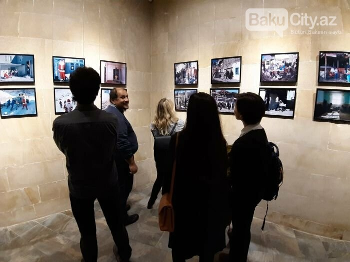 """Bakıda """"11 GÜN"""" fotosərgisi açıldı: Şaxta babalara dəstək olun - FOTO, fotoşəkil-15"""