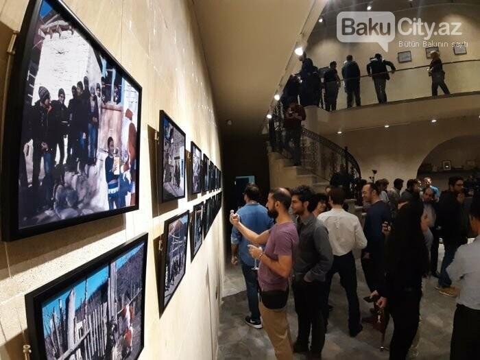 """Bakıda """"11 GÜN"""" fotosərgisi açıldı: Şaxta babalara dəstək olun - FOTO, fotoşəkil-16"""