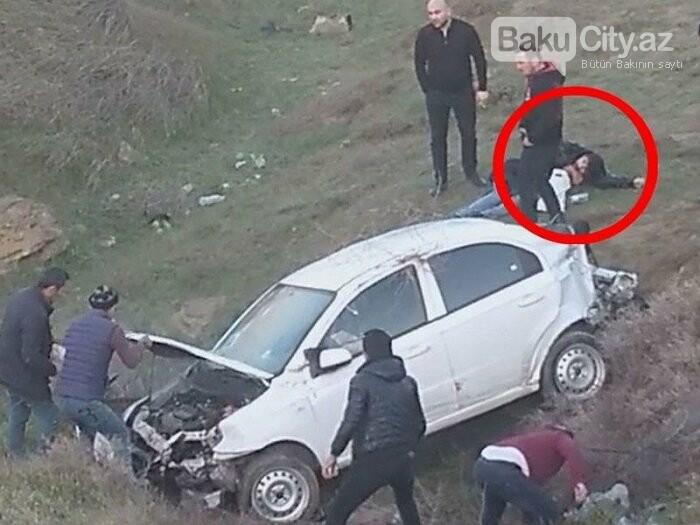 Bakıda növbəti yol-nəqliyyat hadisəsi: Avtomobil əvvəl dirəyə, sonra... - FOTO, fotoşəkil-1