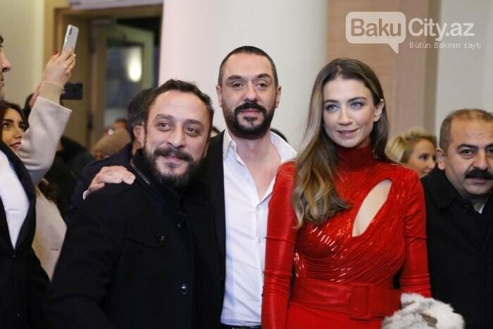 """Türk aktyorlar Bakı tamaşaçılarını güldürdü: """"Aman reis duymasın"""" - FOTO + VİDEO, fotoşəkil-2"""