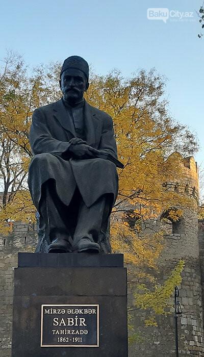 """Bakıda ucaldılmış ilk heykəl: """"Milli ənənələrə cavab vermir, uğursuzdur"""" - FOTO, fotoşəkil-6"""