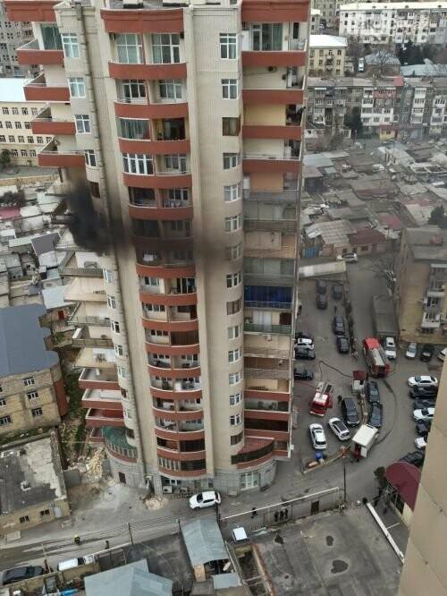 Bakıda çoxmərtəbəli binada güclü yanğın - YENİLƏNİB + FOTO/VİDEO, fotoşəkil-1