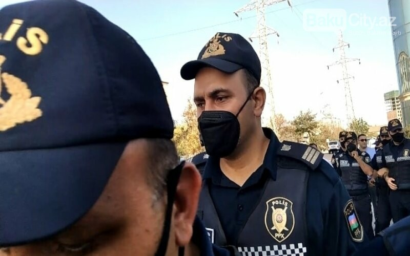 Bakıda keçirilən aksiyada polis jurnalistə ciddi ziyan vurub - FOTO, fotoşəkil-3