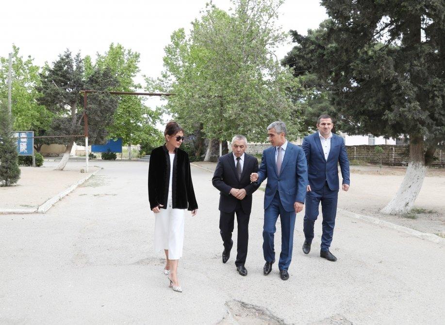 Bakı sakinləri Mehriban Əliyevanı çay süfrəsinə qonaq etdilər - FOTO, fotoşəkil-6