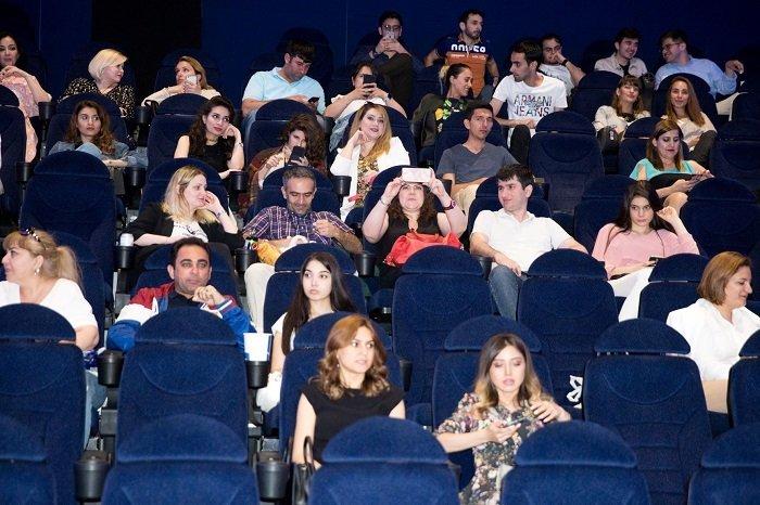 Fransız komediyası Bakıda Azərbaycan dilində nümayiş olundu - FOTO, fotoşəkil-12