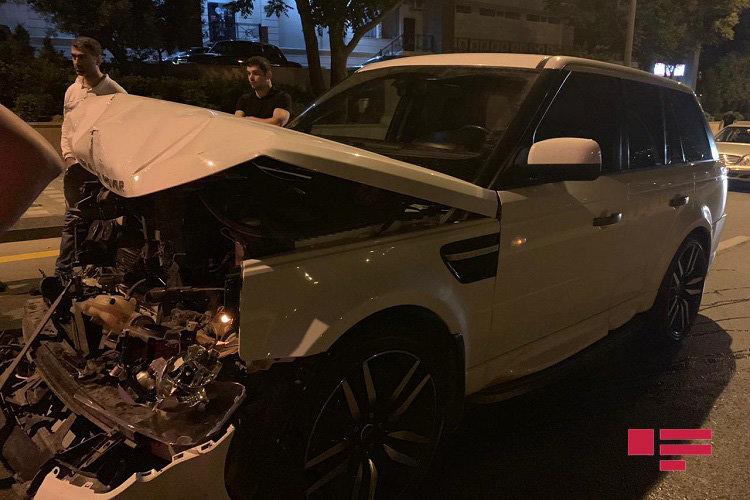 """Bakıda """"Range Rover"""" ağır yol qəzası törətdi - FOTO, fotoşəkil-6"""