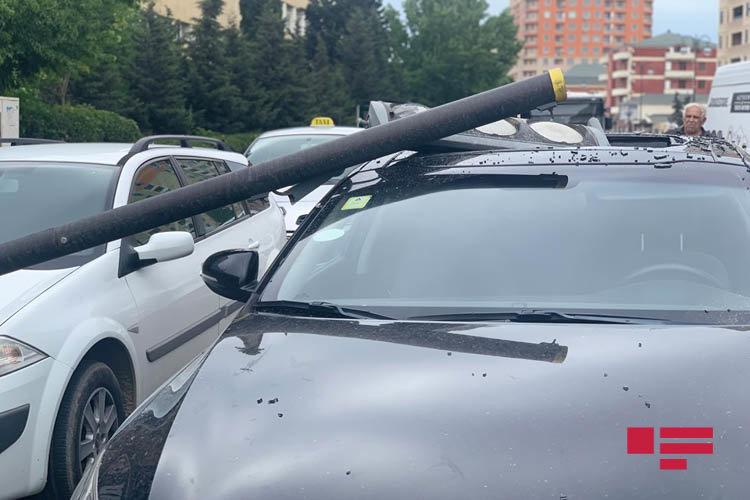 """Bakıda """"JEEP"""" işıqfora çırpıldı, digər avtomobilləri əzdi - FOTO, fotoşəkil-3"""