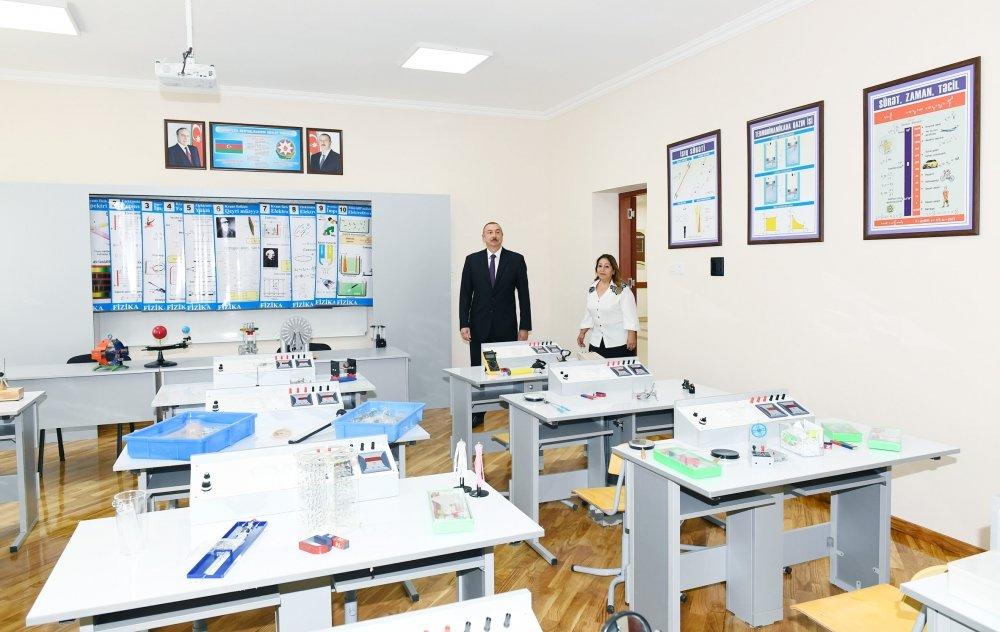 İlham Əliyev Bakıda məktəbə baş çəkib - FOTO, fotoşəkil-9