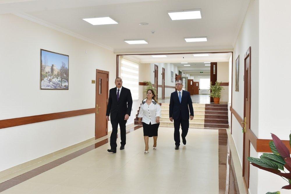 İlham Əliyev Bakıda məktəbə baş çəkib - FOTO, fotoşəkil-12