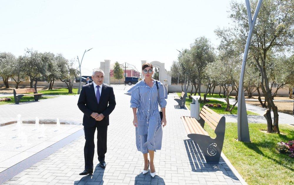 Mehriban Əliyeva Bakıda yeni yaradılan istirahət parkında - FOTO, fotoşəkil-1