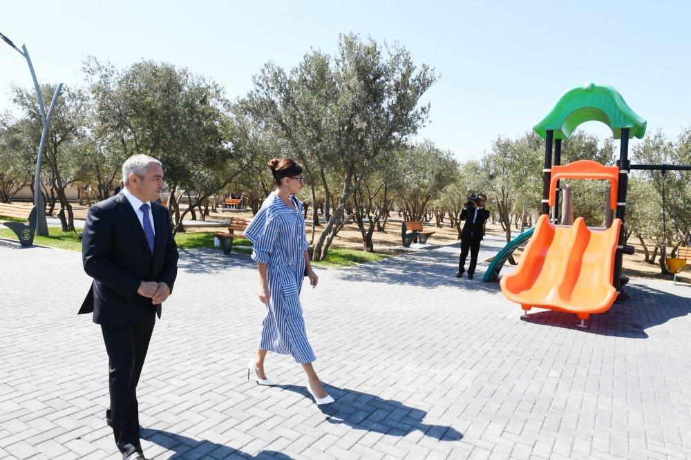 Mehriban Əliyeva Bakıda yeni yaradılan istirahət parkında - FOTO, fotoşəkil-3