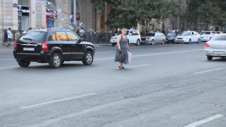 """Yol polisi Bakıda """"kamikadze piyadalara"""" qarşı mübarizəyə başladı - FOTO, fotoşəkil-4"""