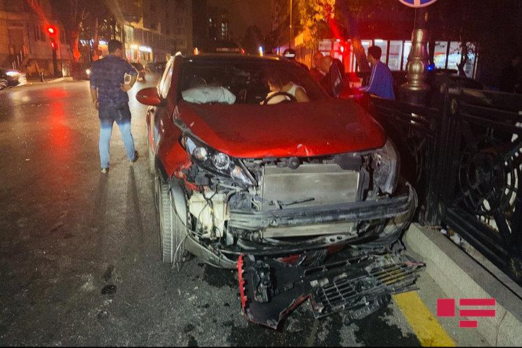 Bakıda qırmızı işıqdan keçən xanım sürücü ağır qəza törətdi - FOTO, fotoşəkil-3