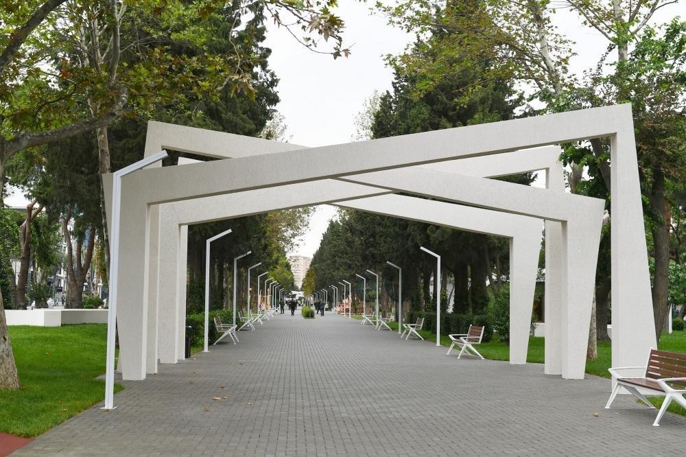 İlham Əliyev və Birinci xanım Bakıda parkda - FOTO, fotoşəkil-22