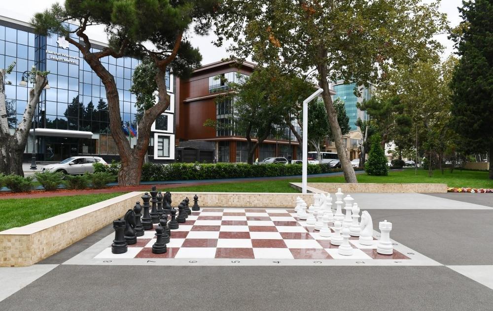 İlham Əliyev və Birinci xanım Bakıda parkda - FOTO, fotoşəkil-24