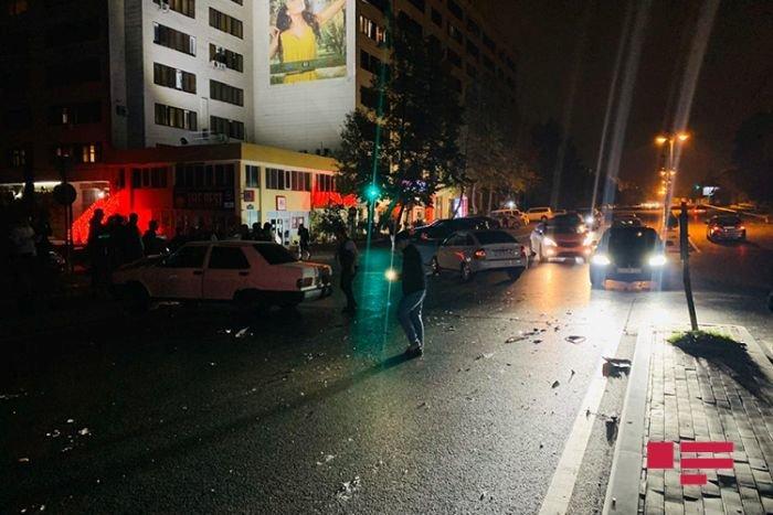 Bakıda sənədsiz sürücü qırmızı işıqdan keçdi, qəza törətdi - FOTO + VİDEO, fotoşəkil-3