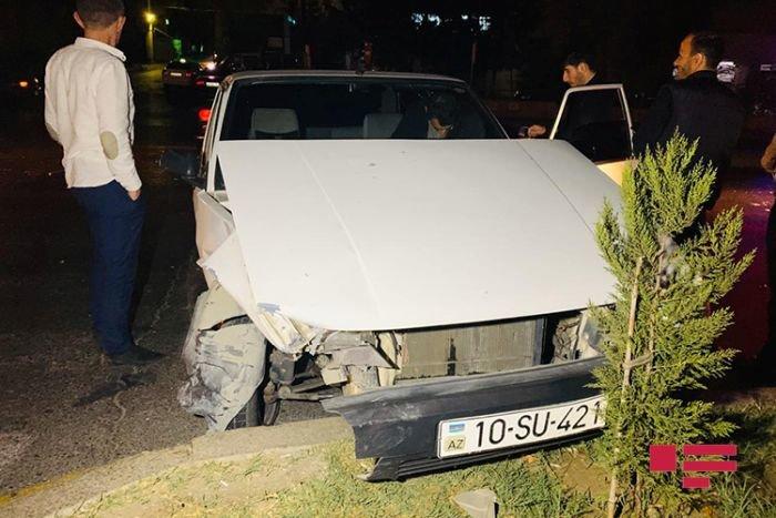 Bakıda sənədsiz sürücü qırmızı işıqdan keçdi, qəza törətdi - FOTO + VİDEO, fotoşəkil-5